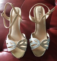 Pair of golden -toe heels Alamo, 78516