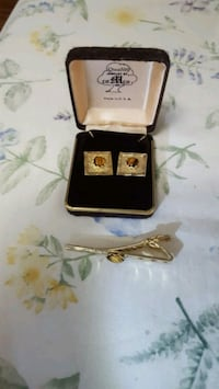 Cufflings with tie clip  New Westminster, V3M 6S1