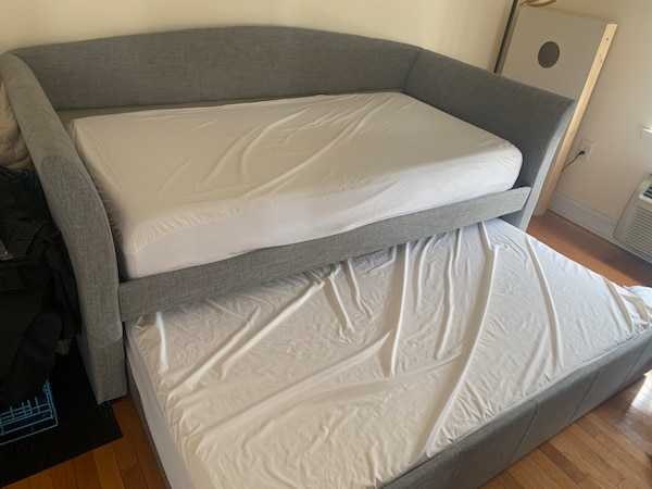 Day Bed with trundle + 2 mattresses