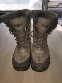 Pair of grey leather Ugg snow boots Ottawa, K1N 6J6