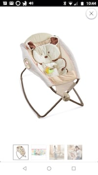 baby's white and gray bouncer 33 km