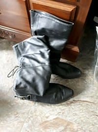 pair of black leather boots Grand Valley, L0N 1G0