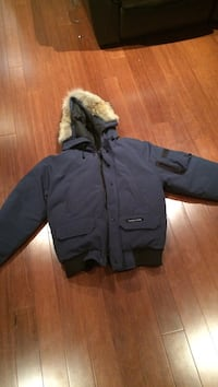Men's small Canada goose jacket . 9/10 condition . I still have the receipt too .  Toronto, M6J 3C9
