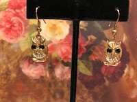 Pretty! Adorable Gold Owl Earrings with onyx eyes & White crystals