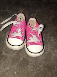 Pair of pink converse all star low top sneakers Phoenix, 85053