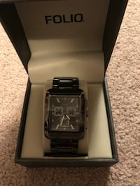 Square silver analog watch with link bracelet in box