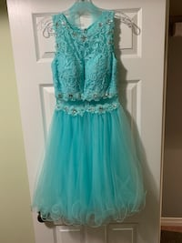 Perfect for grad and weddings size 6 in excellent condition