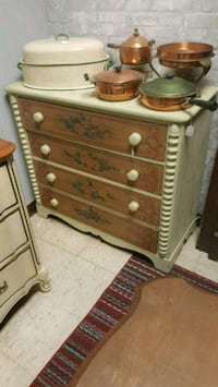 Vintage Chest of Drawers  Pilot Mountain, 27041