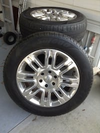 silver Ford 8-spoke vehicle wheel with tire set