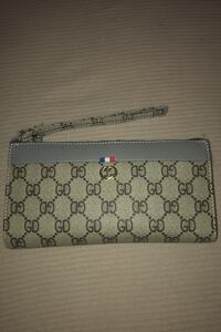 Brand new wallet pick up only Ottawa, K2H 6Y6