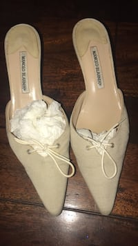 Manolo Blahnik size 40 good condition  Toronto, M4G 1E5