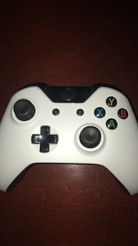 White xbox one game controller Oakville, L6M 2T4