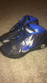 pair of black-and-blue Nike basketball shoes Edmonton, T6K