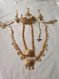 gold-colored necklace with earrings Scarborough, M1P