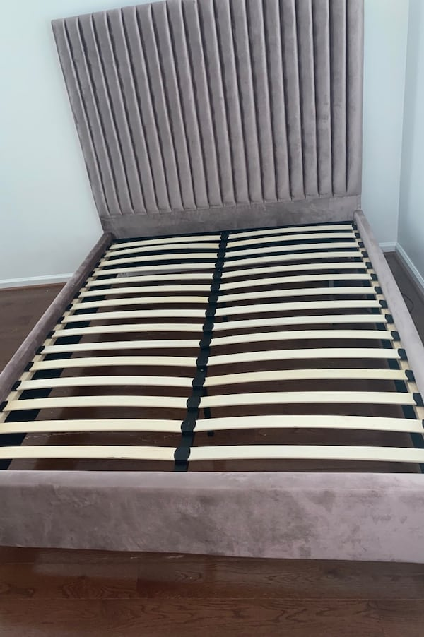 Velvet Queen Bed Frame with FREE MATTRESS! b2bf294d-5480-4f9c-8574-0059f9167e85