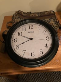 Clock battery operated Louisville, 40228