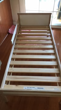 White and brown wooden bed frame toddler 로마 린다, 92354