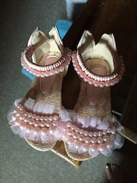 pair of beige-and-pink pearl beaded zip back sandals Greater Napanee, K7R