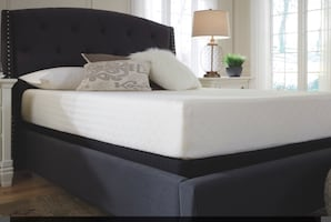 Brand new queen 10 inch memory foam mat with box spring