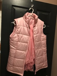 Like new pink breast cancer logo polyester fill vest Rimbey, T0C