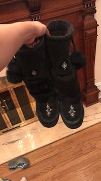 Pair of black ugg boots Montréal, H3G
