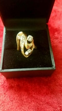 gold-colored ring with box Sun Valley, 91352