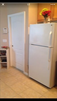 GE White top-mount refrigerator