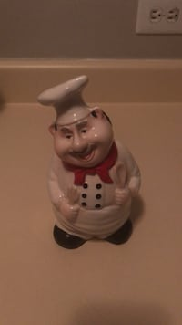 white and red ceramic figurine Monroe, 28110