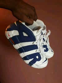 white-and-blue Adidas basketball shoes Montréal, H1G