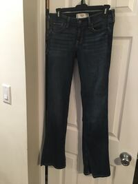 Like New hollister jeans size 5 27/31