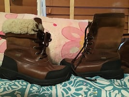 Girls UGG boots size 1