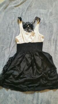 women's white and black sleeveless dress Quinte West, K8V 2Y5