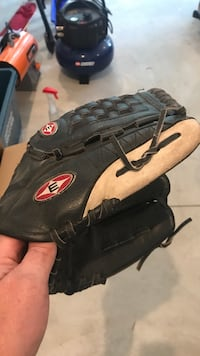 Easton ball glove. Youth. Mint Galway-Cavendish and Harvey, K0L 1J0