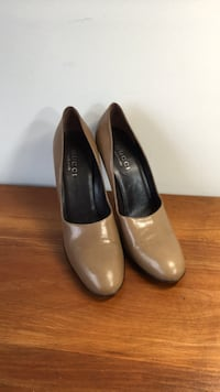 Gucci heels size 8