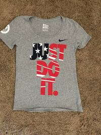 Nike women's tee size small  Los Angeles, 90248