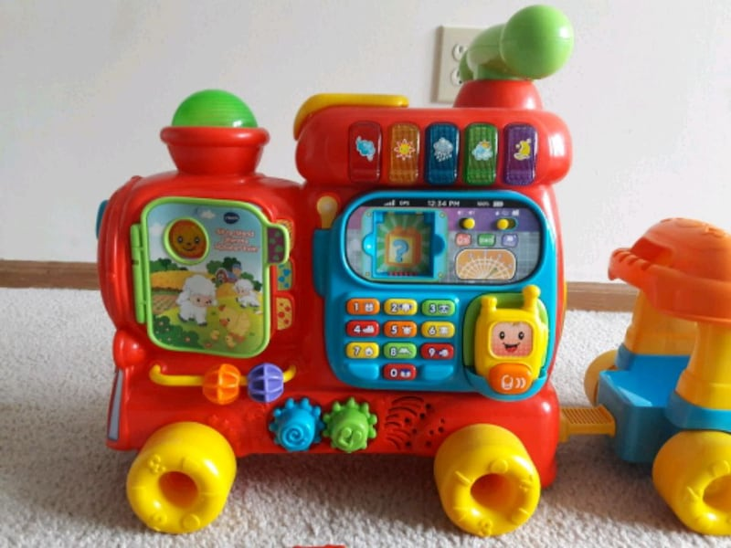 VTech Sit-to-stand alphabet train 63f4853c-1318-411a-9726-dedfe389082a