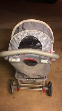 Graco stroller (needs a good cleaning)  Brandon, 39047
