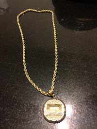 Gold chain necklace with pendant New Haven, 06519