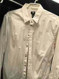 Men's collared dress shirt size L fits M New Westminster, V3L