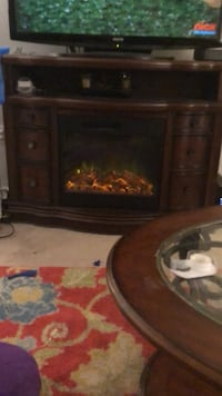 Electric fireplace in excellent condition with remote control to  Manassas, 20109