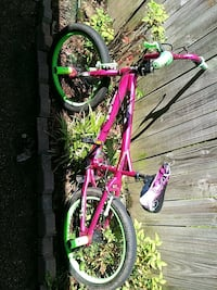 toddler's pink and green bicycle Southaven, 38671