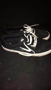 black-and-white low top sneakers Columbus, 43201