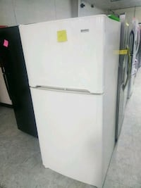 Top and bottom refrigerator excellent condition Laurel, 20707