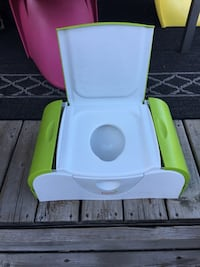 Green and white boon potty trainer Vaughan, L4K