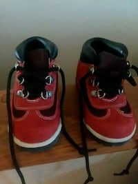 pair of red-and-black Nike shoes Jefferson City, 65109