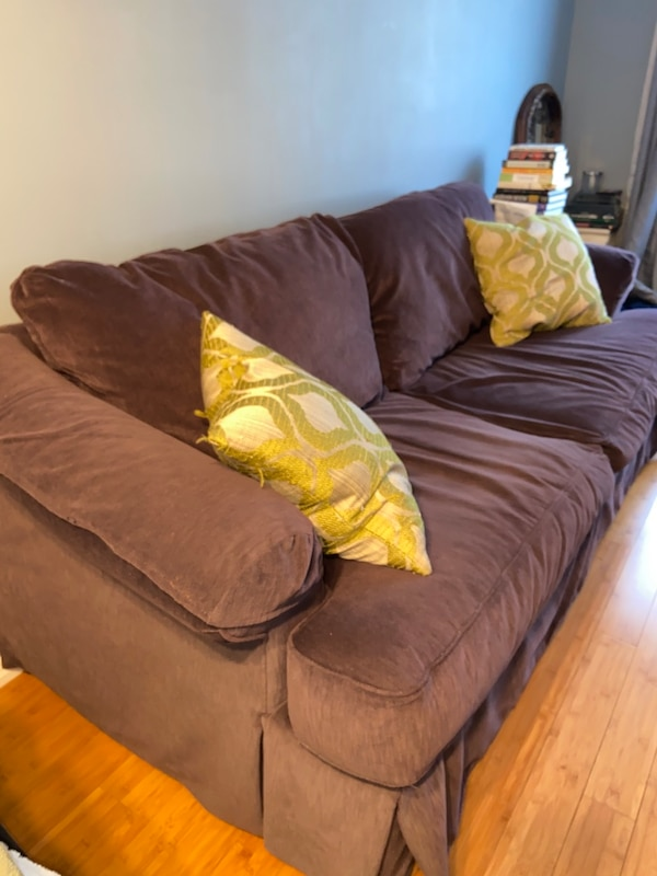 Couch d99ea793-170a-4600-a67f-a8c290bd1022