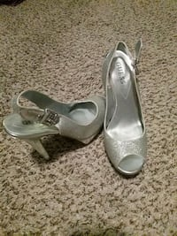 Silver pumps - Guess Covina, 91724