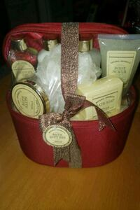 Brand new natural aromatic gift set 7 piece set vanilla plus gift bag