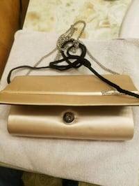 MAKE OFFER ...Gold purse with 2 different straps Smithsburg, 21783