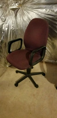 Burgandy office chair Ashburn, 20147